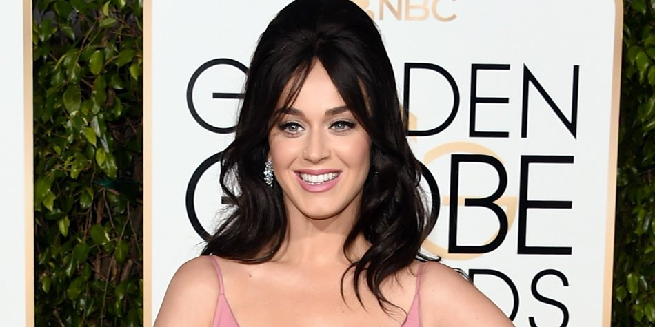 BEVERLY HILLS, CA - JANUARY 10: Singer Katy Perry attends the 73rd Annual Golden Globe Awards held at the Beverly Hilton Hotel on January 10, 2016 in Beverly Hills, California. (Photo by Jason Merritt/Getty Images)