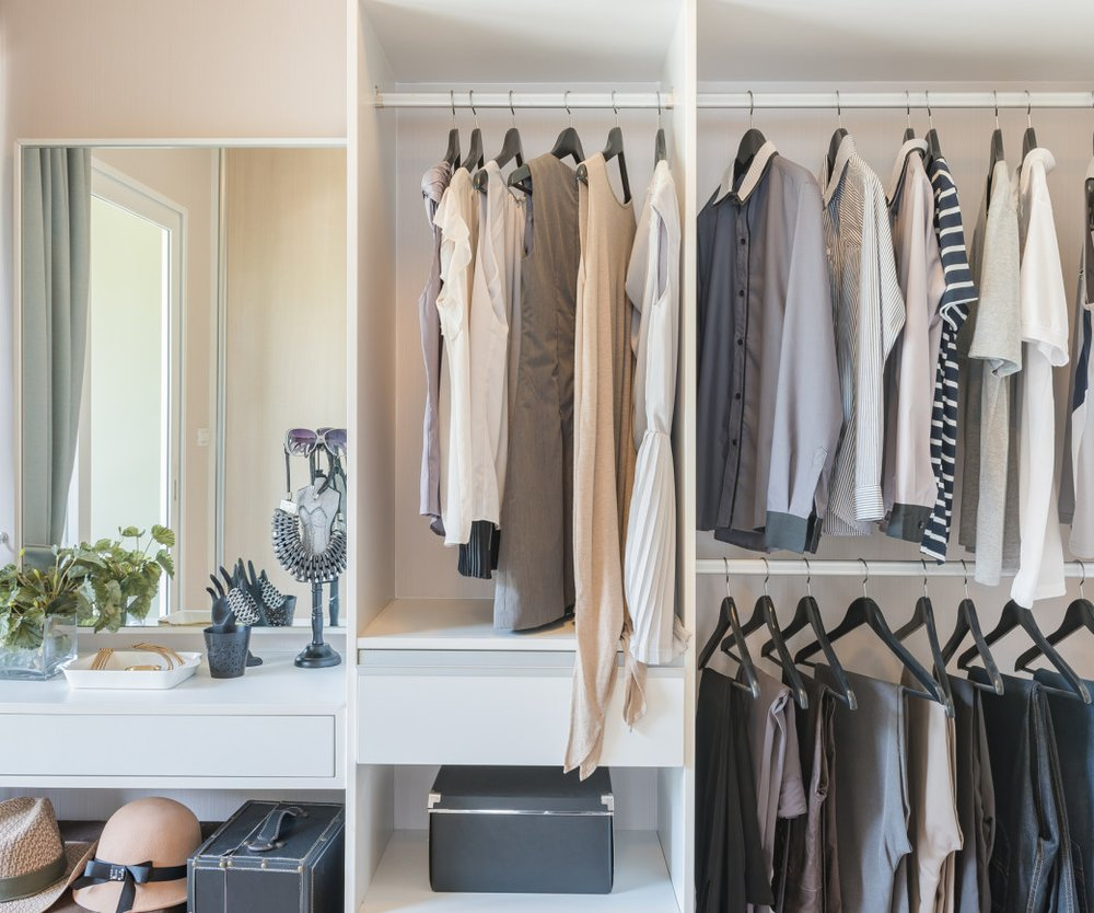 weniger ist mehr detox f r den kleiderschrank. Black Bedroom Furniture Sets. Home Design Ideas