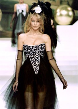 Claudia Schiffer in Chanel
