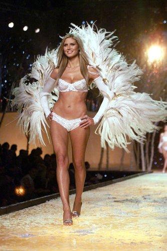 Heidi Klum Topmodel bei der Victorias Secret Fashion Show