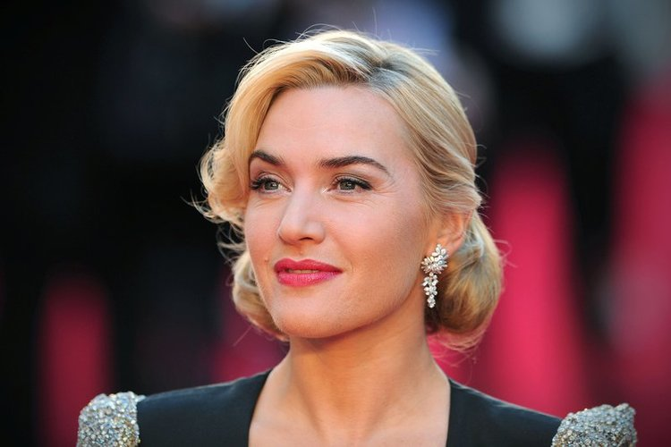 Kate Winslet lächelt