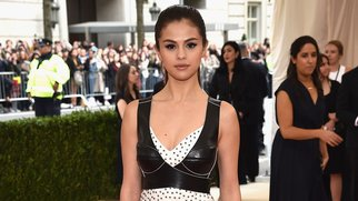 """NEW YORK, NY - MAY 02: Selena Gomez attends the """"Manus x Machina: Fashion In An Age Of Technology"""" Costume Institute Gala at Metropolitan Museum of Art on May 2, 2016 in New York City. (Photo by Dimitrios Kambouris/Getty Images)"""