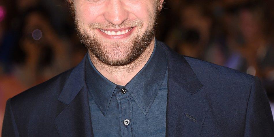 Robert Pattinson steht zu seiner neuen Freundin