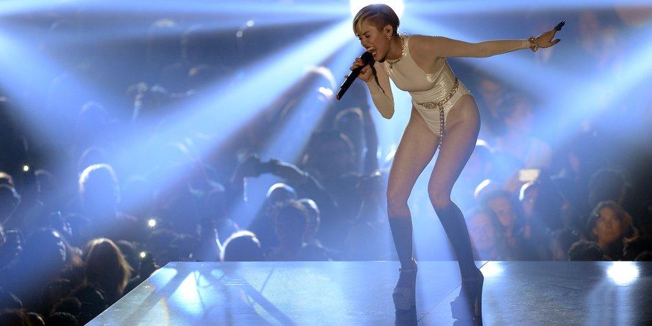 Miley Cyrus geht mit einem Bildungsauftrag auf Tour