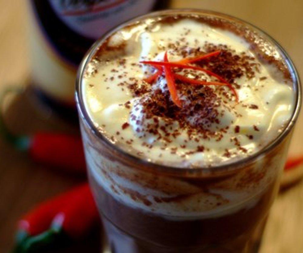 Schoko-Chili-Koffein-Kick mit VERPOORTEN ORIGINAL Eierlikör Sahne
