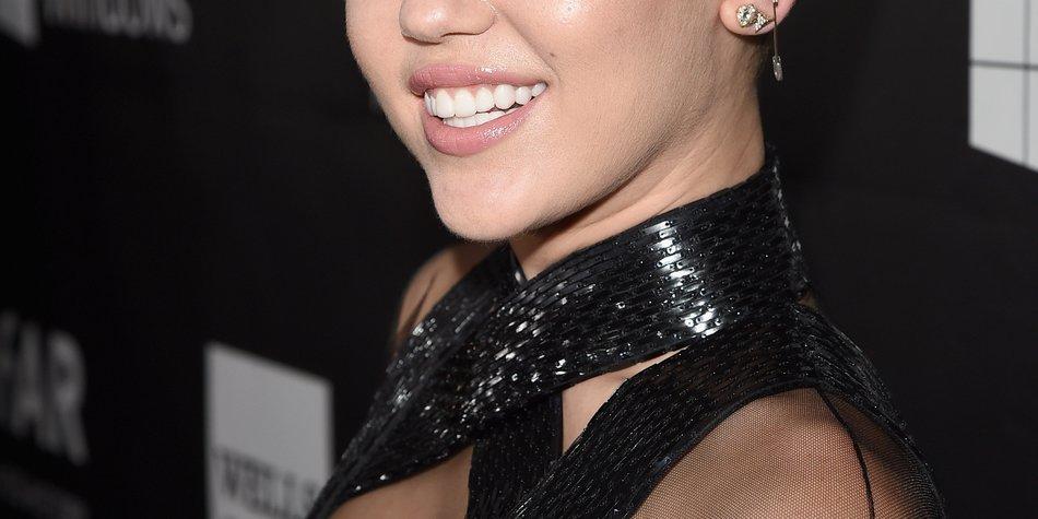Miley Cyrus bringt einen Lippenstift auf den Markt
