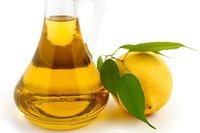 Zitronensaft und Olivenöl