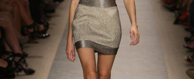 Bustierkleid von Max Azria by Hervé Léger auf der Fashion Week New York