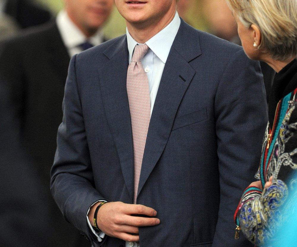 Prinz Harry wurde zum Ritter geschlagen