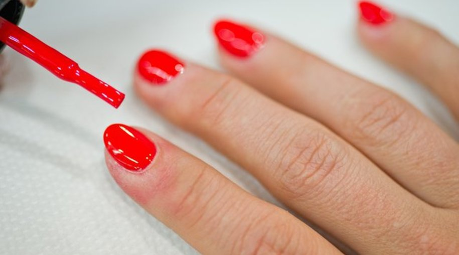 Auch wenn sie dann nicht dauernd glänzen - Fingernägel sollten nicht zu oft poliert werden.