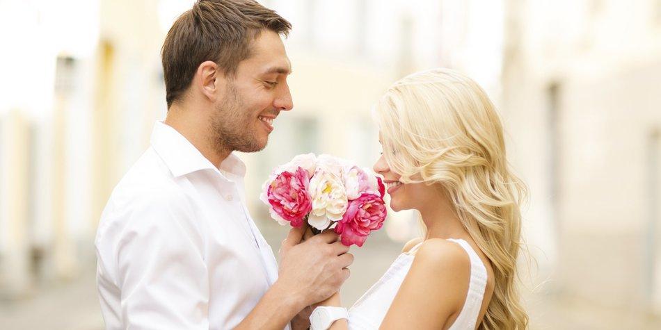 Der Tag Der Liebe. Valentinstag: Geschichte Und Kommerz