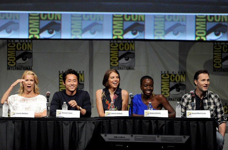The Walking Dead-Darsteller auf einer Pressekonferenz .