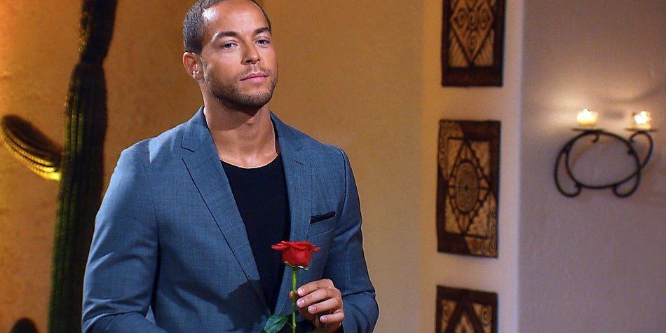 """In der zweiten Nacht der Rosen ist es wieder soweit: Andrej muss sich entscheiden welche der Ladies er weiter kennenlernen will.  Verwendung der Bilder für Online-Medien ausschließlich mit folgender Verlinkung: """"Alle Episoden von """"Der Bachelor"""" bei TVNOW: www.tvnow.de""""."""