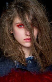 Auftoupierte Haarmähne im Undone Look