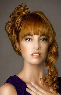 Hochsteckfrisur bei rotem Haar