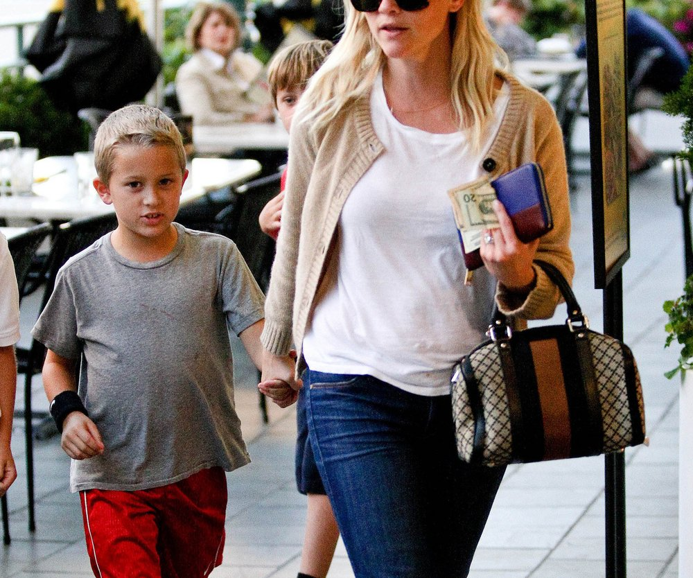 Reese Witherspoon feiert in Disneyland
