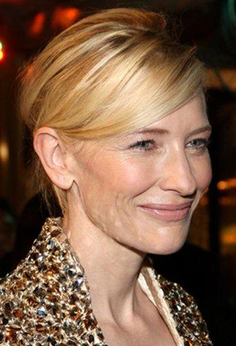 Cate Blanchett mit legerer Hochsteckfrisur