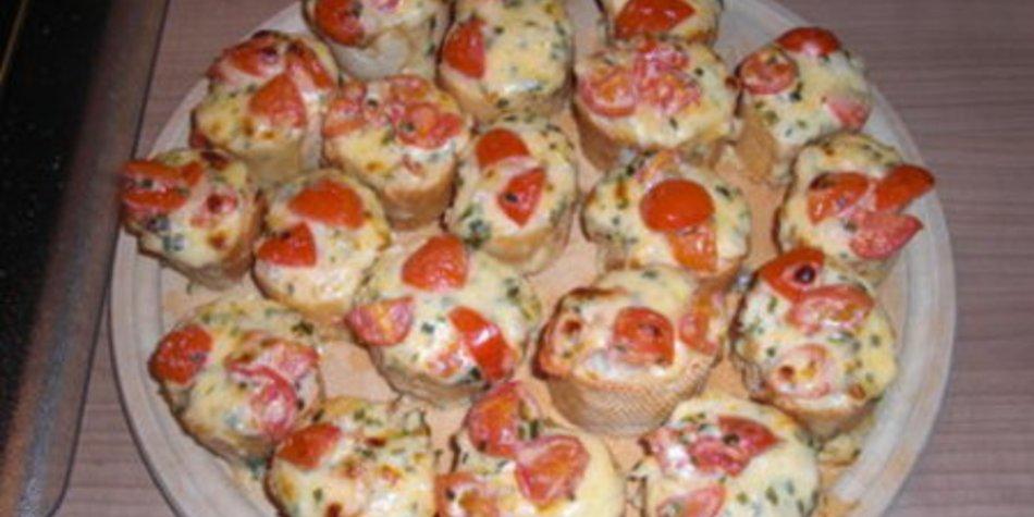 Baguettehappen überbacken mit Käse-Tomaten-Knoblauchsauce