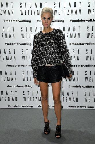Ein Gast der Stuart Weitzman-Party in Mailand