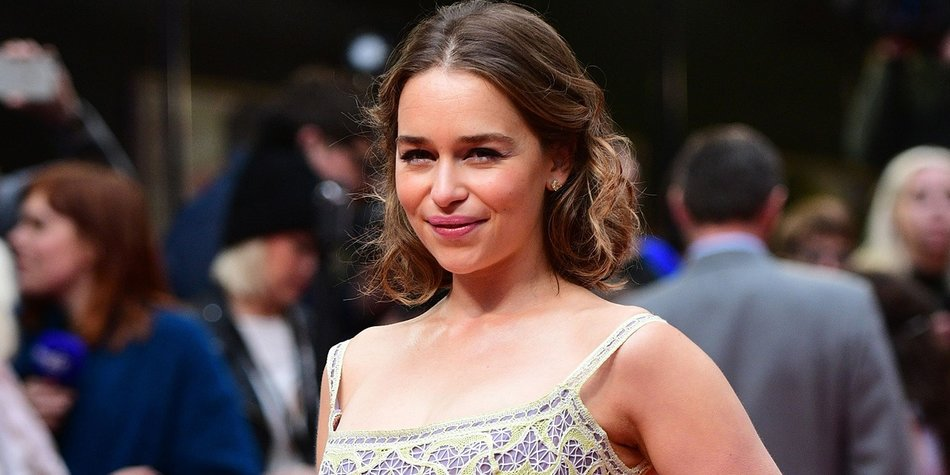 British actress Emilia Clarke poses for pictures as she arrives for the European Premiere of the film 'Me Before You' in central London, on May 25, 2016. / AFP / LEON NEAL (Photo credit should read LEON NEAL/AFP/Getty Images)
