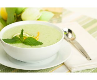 Gekühlte Melonensuppe servierfertig