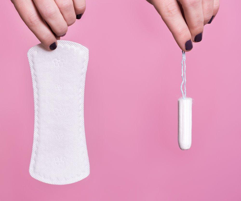 Tampons und Binden für alle Frauen