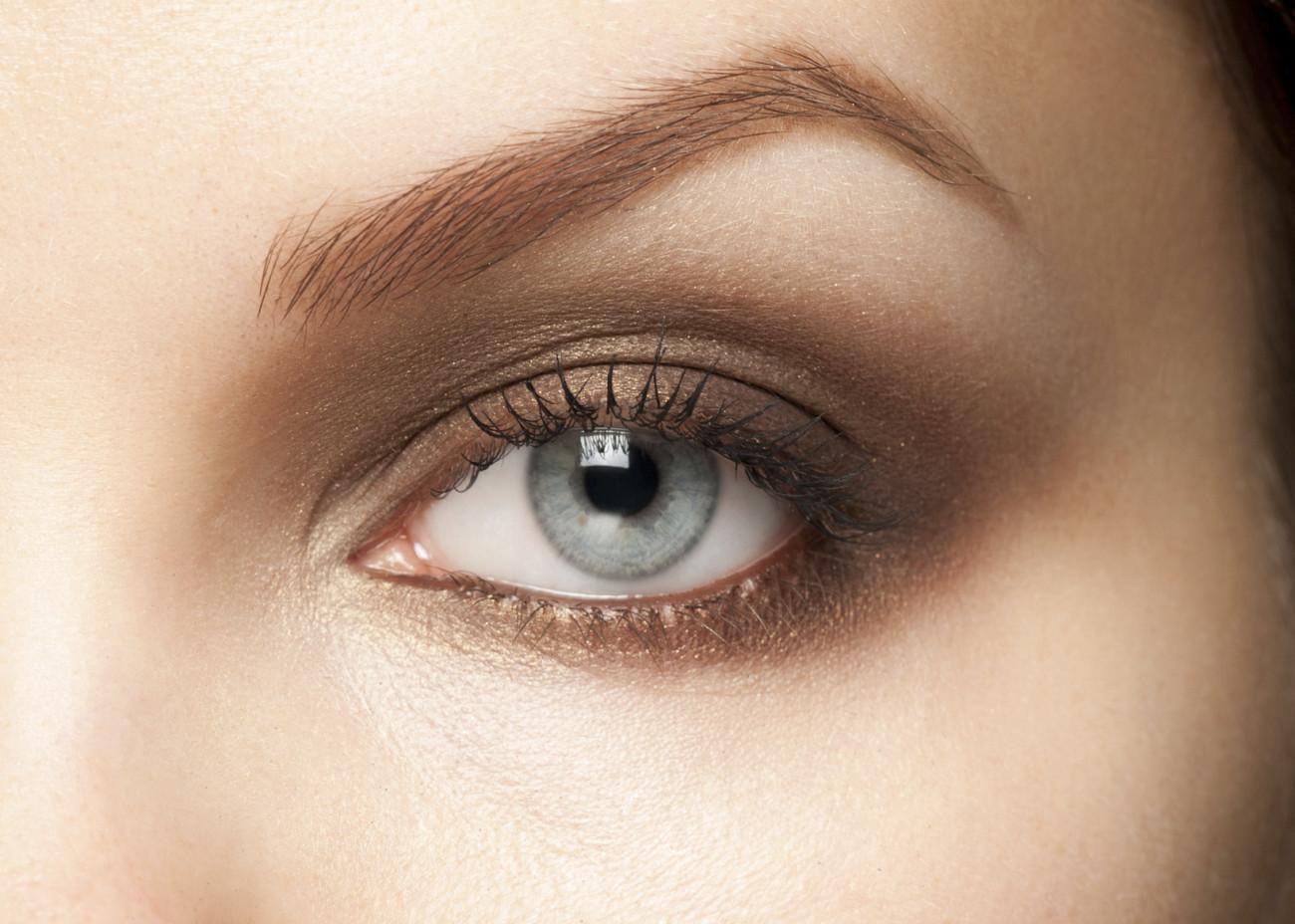 Fesselnde Augen Make Up Schritt Für Schritt Galerie Von Der Richtige Lidschatten Zählt.