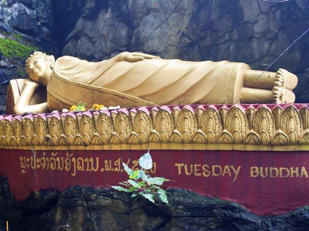 Wenn Buddha sich auf die Seite gelegt hat, geht er gerade ins Nirvana über