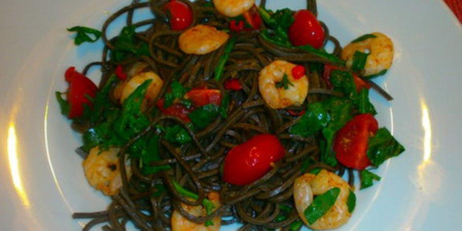 Spaghetti mit Rucola, Kirschtomaten und Garnelen