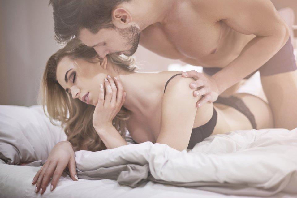 Sex von hinten im liegen