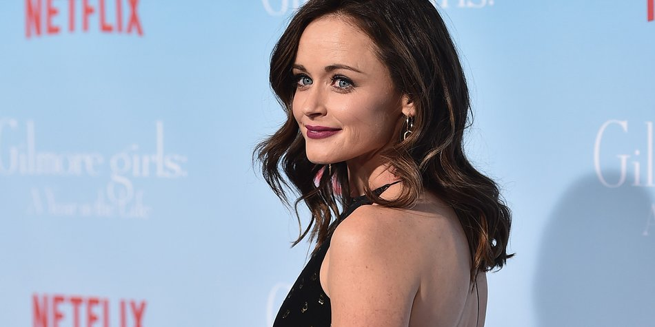"""LOS ANGELES, CA - NOVEMBER 18: Actress Alexis Bledel attends the premiere of Netflix's """"Gilmore Girls: A Year In The Life"""" at the Regency Bruin Theatre on November 18, 2016 in Los Angeles, California. (Photo by Alberto E. Rodriguez/Getty Images)"""