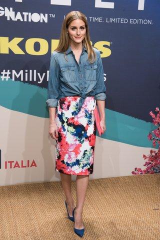Olivia Palermo in Blütenrock und Jeanshemd