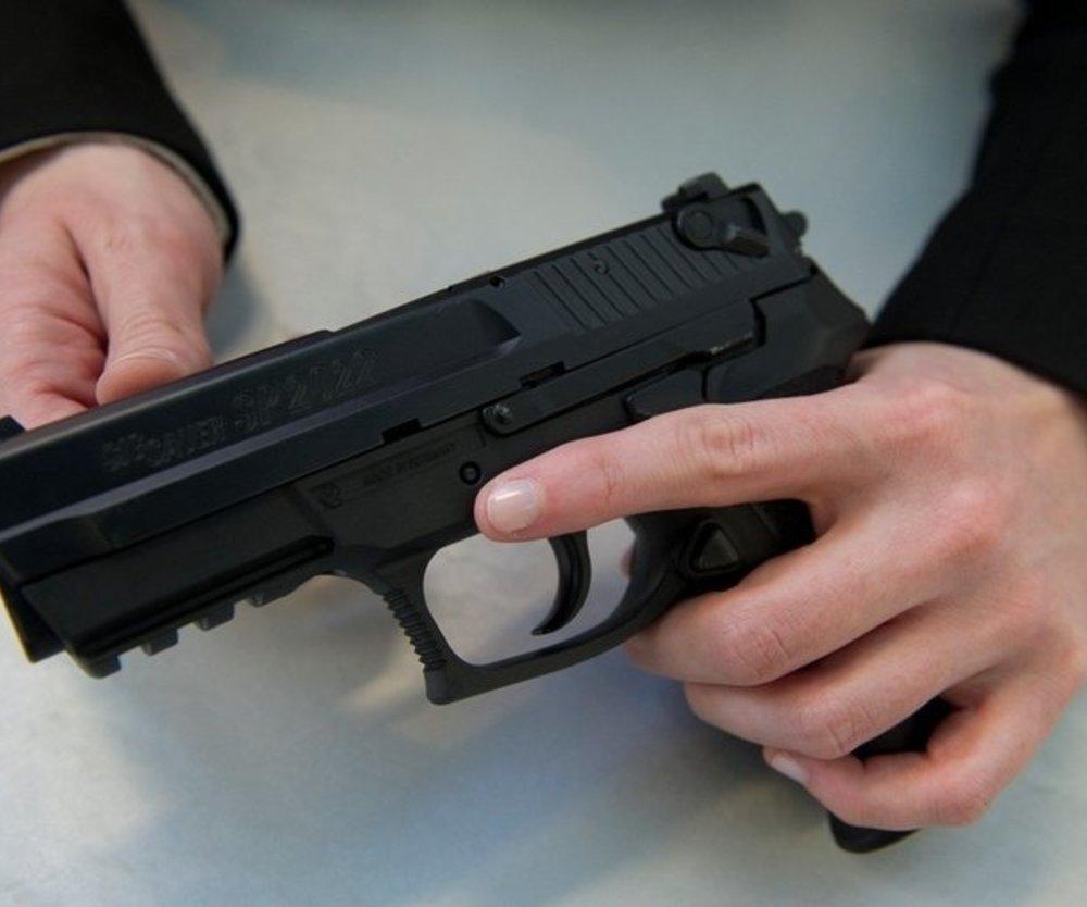 Vater erschießt Tochter
