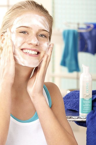milder Optíva Reinigungsschaum für strahlende Haut
