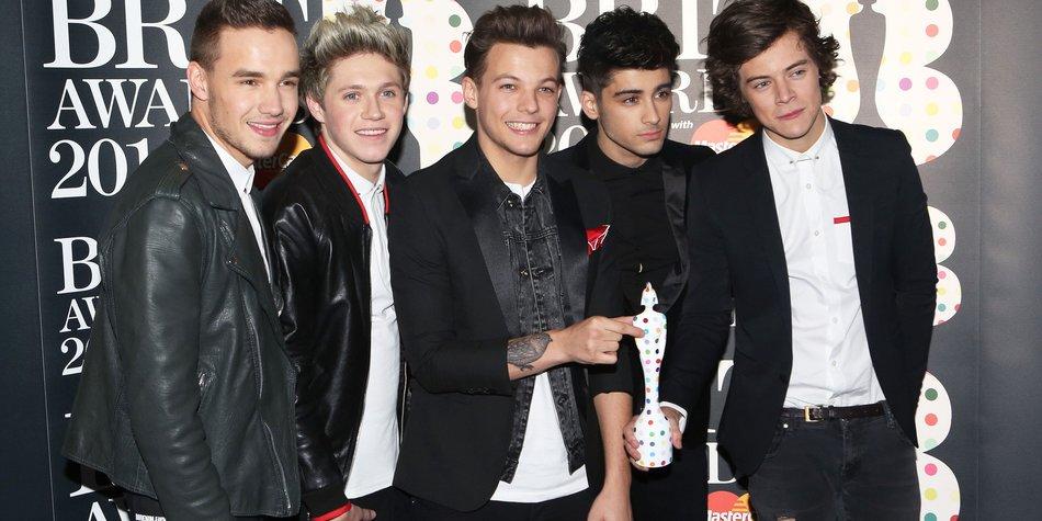One Direction: Die Jungs sammeln Fußbälle