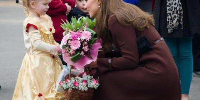 Herzogin Kate wurde bei einem öffentlichen Auftritt mit Fragen bestürmt.
