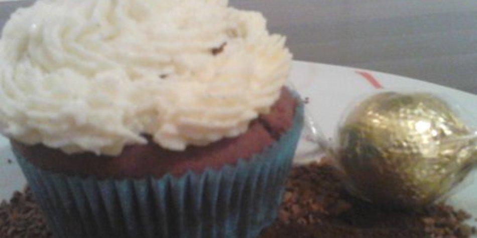 Schoko-Kaffee Cupkakes mit Vanille-Buttercreme-Topping