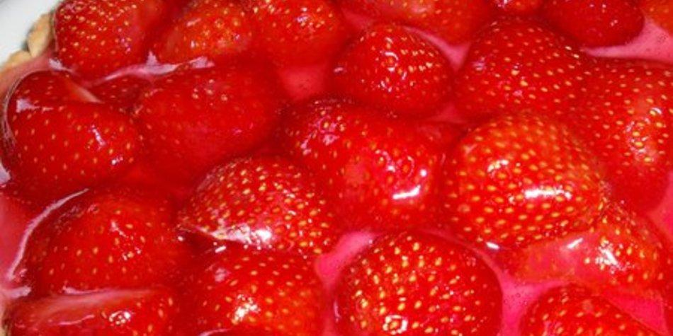 Windbeuteltorte mit Erdbeeren