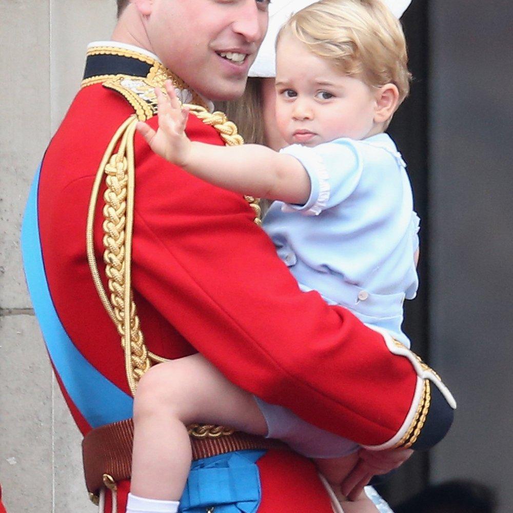 Prinz George hilft seinem Opa im Garten