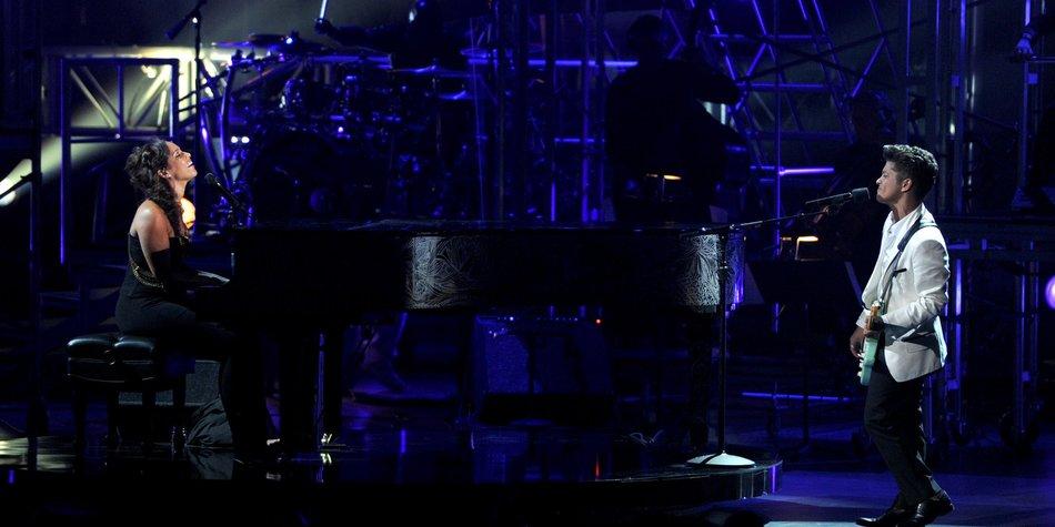 Bruno Mars & Alicia Keys im Duett