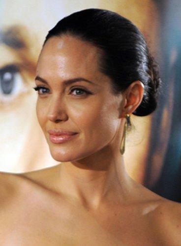 Angelina Jolie mit Dutt Frisur
