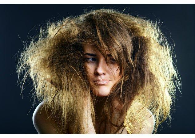 Frizz macht Dein Haar spröde und stumpf