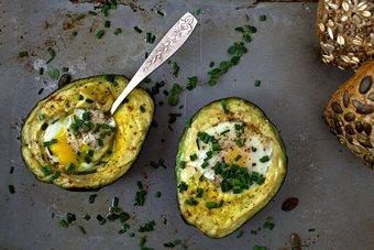 Gebackene Avocado mit Eiern