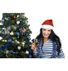 Frau mit Sektglas und Nikolaus-Mütze