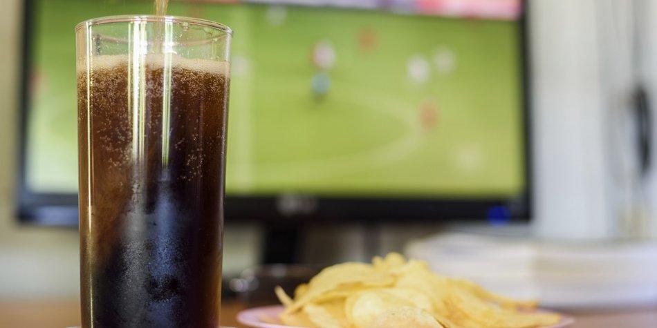 Cola und Chips gehören bei vielen zum EM-Food. Leider ist das nicht so gesund.