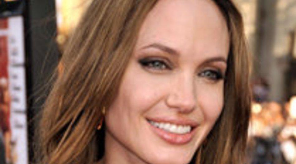 Angelina Jolie: Mit dem Freund ihrer Mutter geschlafen?