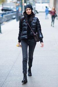 der-schwarze-rollkragen-streetstyle-jeans-daunenjacke.jpg