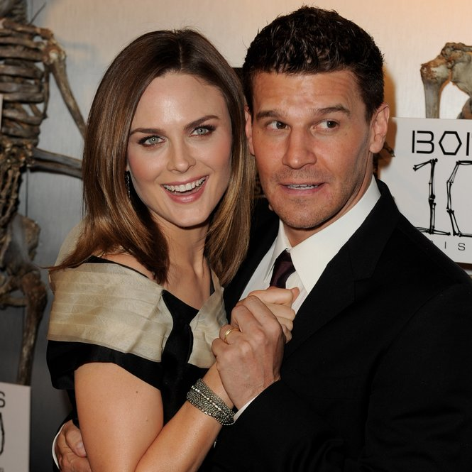 "LOS ANGELES, CA - APRIL 07: Actors Emily Deschanel (L) and David Boreanaz arrive at Fox TV's celebration of ""Bones"" 100th episode at 650 North on April 7, 2010 in Los Angeles, California. (Photo by Kevin Winter/Getty Images)"