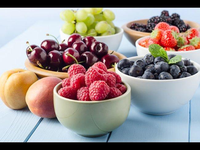Obst in Schüsseln