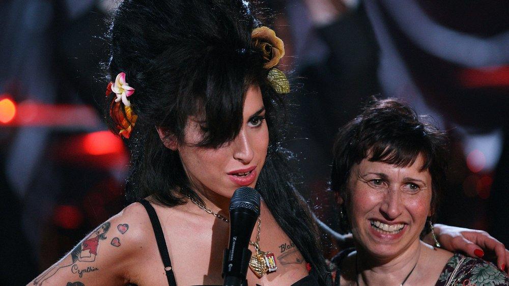 Amy Winehouse Mutter gibt erstes Interview